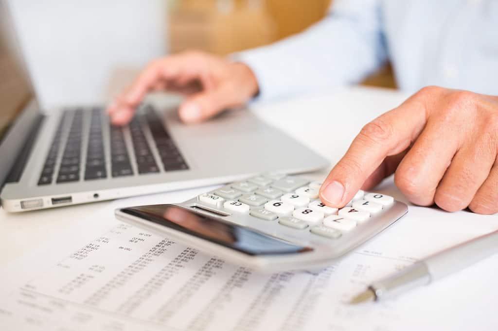 ¿Qué es el recargo de equivalencia y cuándo se aplica?